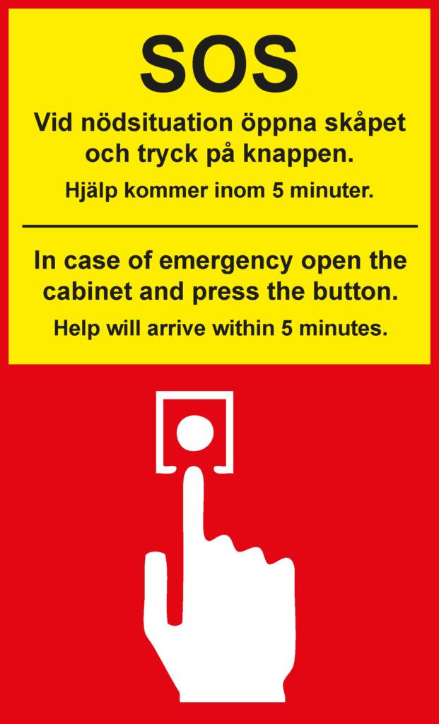 SOS Larmknappsinfo. Röd och gul skylt med stor svart text på svenska och engelska som också finns återgiven nedanför bilden