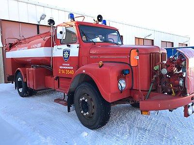 Gammalt brandfordon, tankbil från 1974.